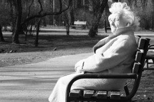 kto i jak może opiekować się osobą starsza - Antropos